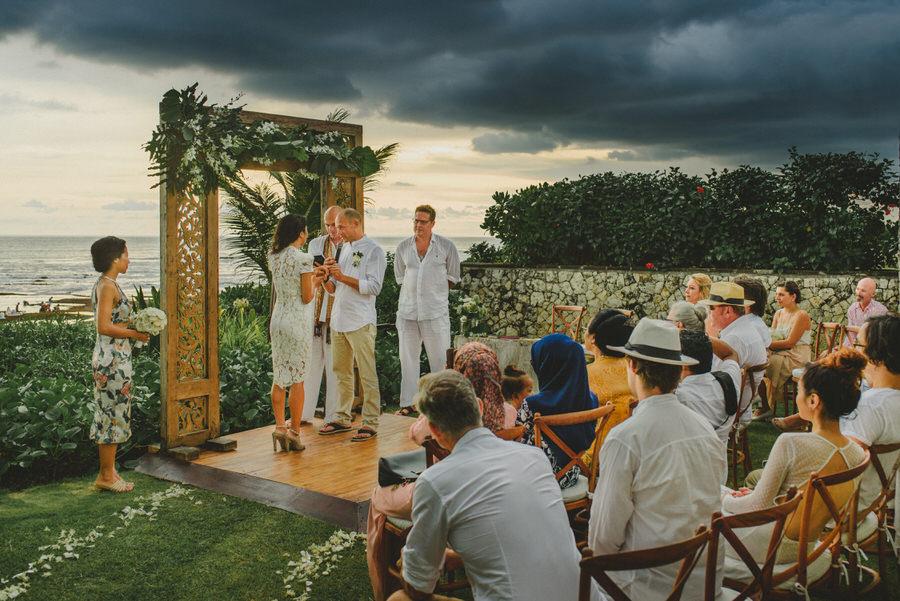 bali wedding destination-wedding in bali - bali photographer - pantai lima estate - profesional bali wedding photographer - diktatphotography - ade + sam - 44