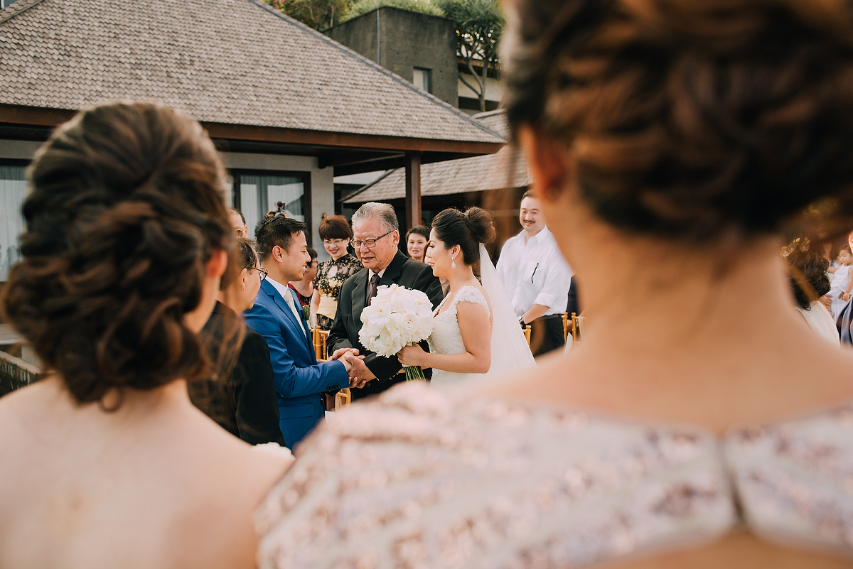 wedding-aprilia-chris-theedge-uluwatu-diktatphotography-weddinginbali-weddingdestination-50