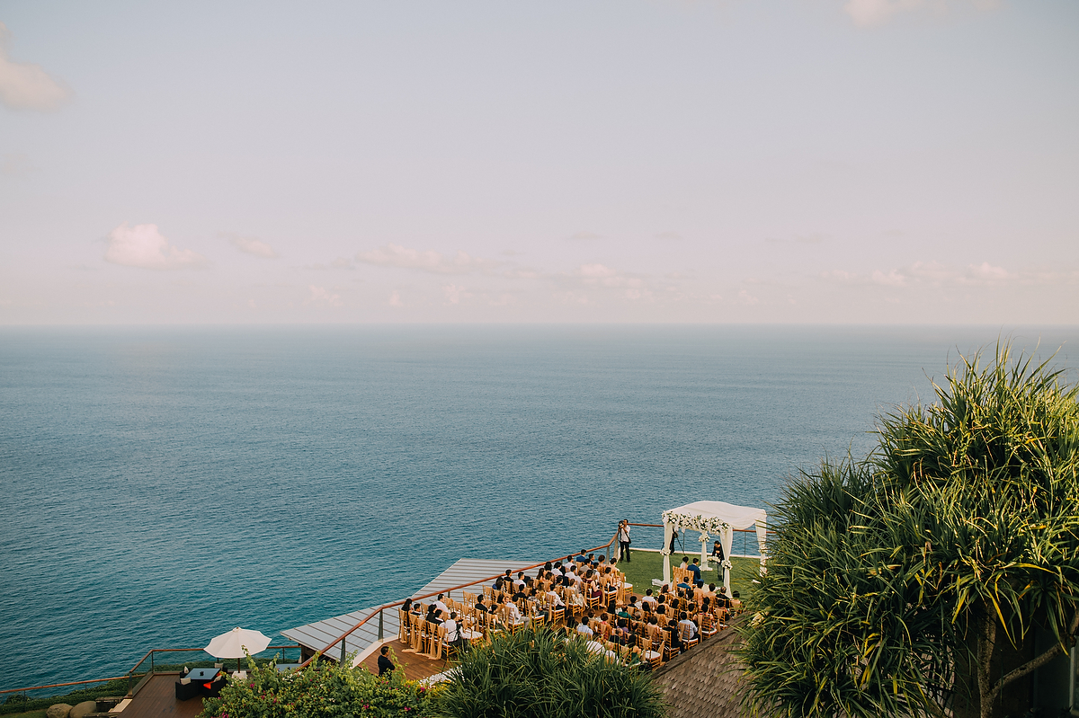 wedding-aprilia-chris-theedge-uluwatu-diktatphotography-weddinginbali-weddingdestination-53