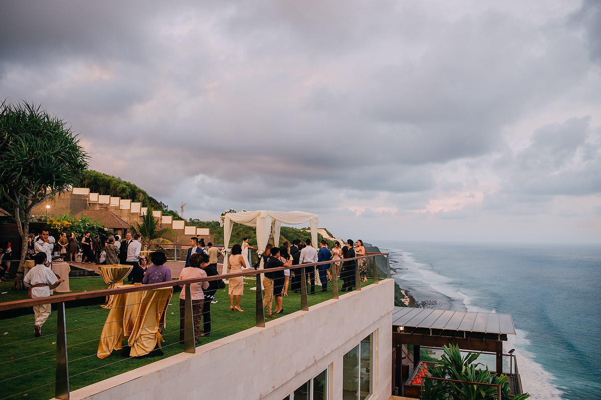 wedding-aprilia-chris-theedge-uluwatu-diktatphotography-weddinginbali-weddingdestination-65