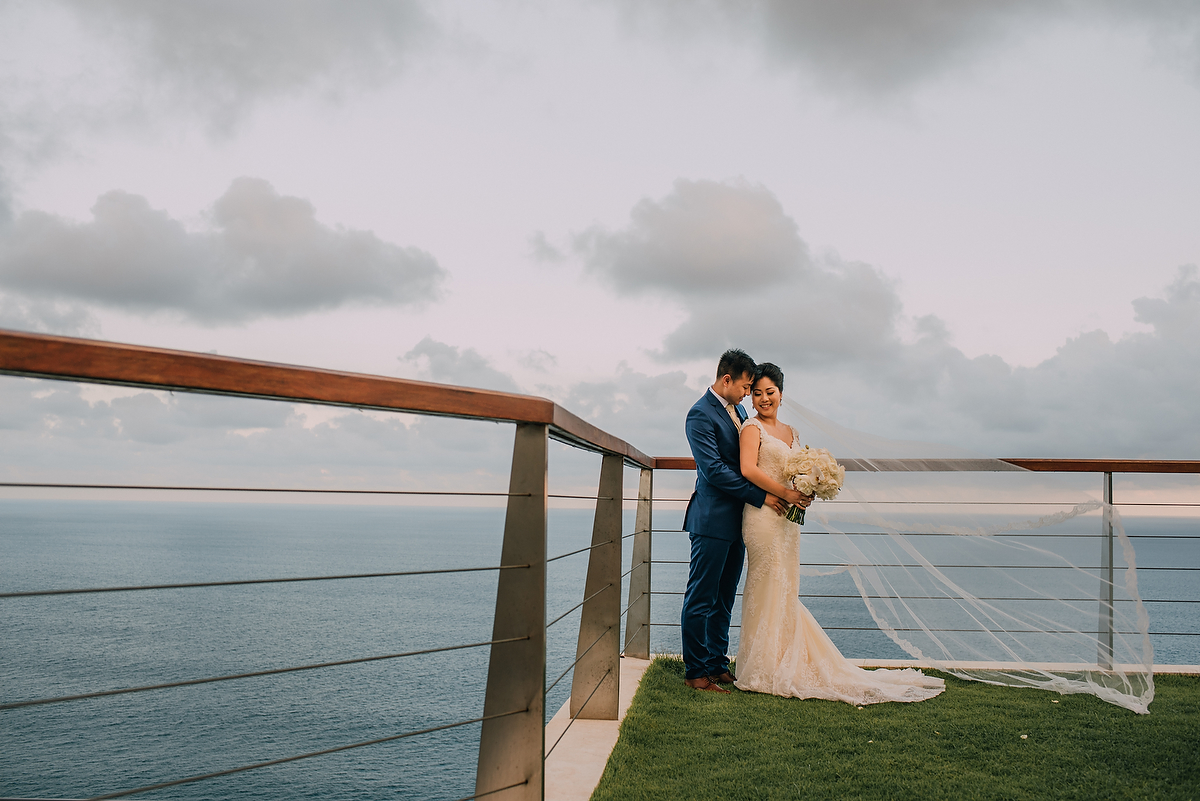 wedding-aprilia-chris-theedge-uluwatu-diktatphotography-weddinginbali-weddingdestination-73