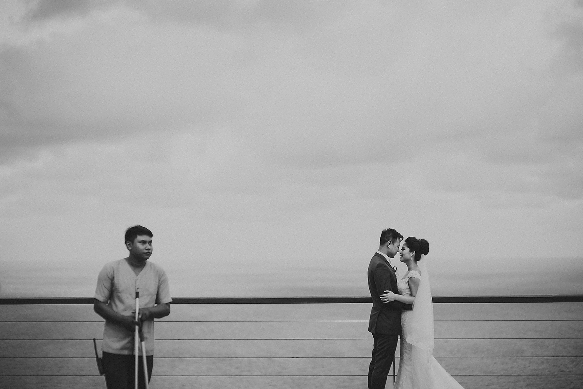 wedding-aprilia-chris-theedge-uluwatu-diktatphotography-weddinginbali-weddingdestination-76