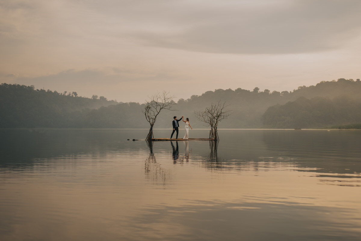 bali engagement destination-prewedding in bali - bali photographer - lake tamblingan - mount batur - profesional bali wedding photographer - diktatphotography - H&Z prewedding - 30
