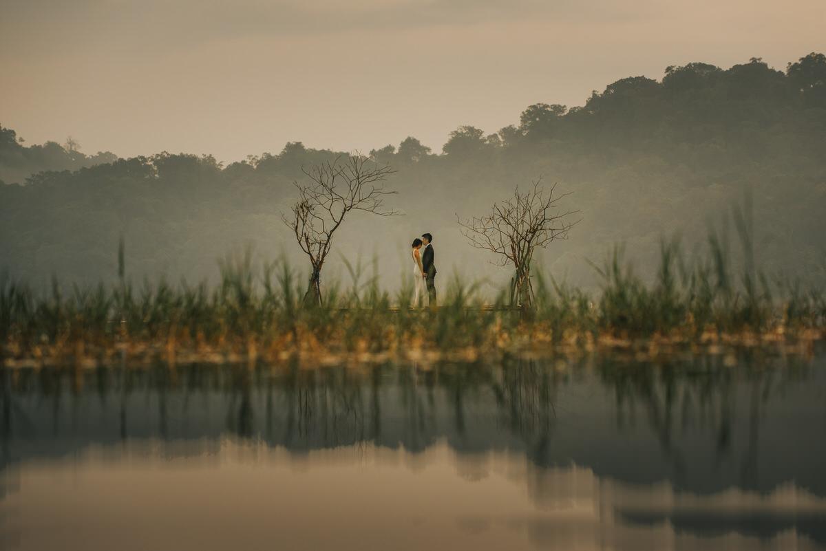 bali engagement destination-prewedding in bali - bali photographer - lake tamblingan - mount batur - profesional bali wedding photographer - diktatphotography - H&Z prewedding - 31
