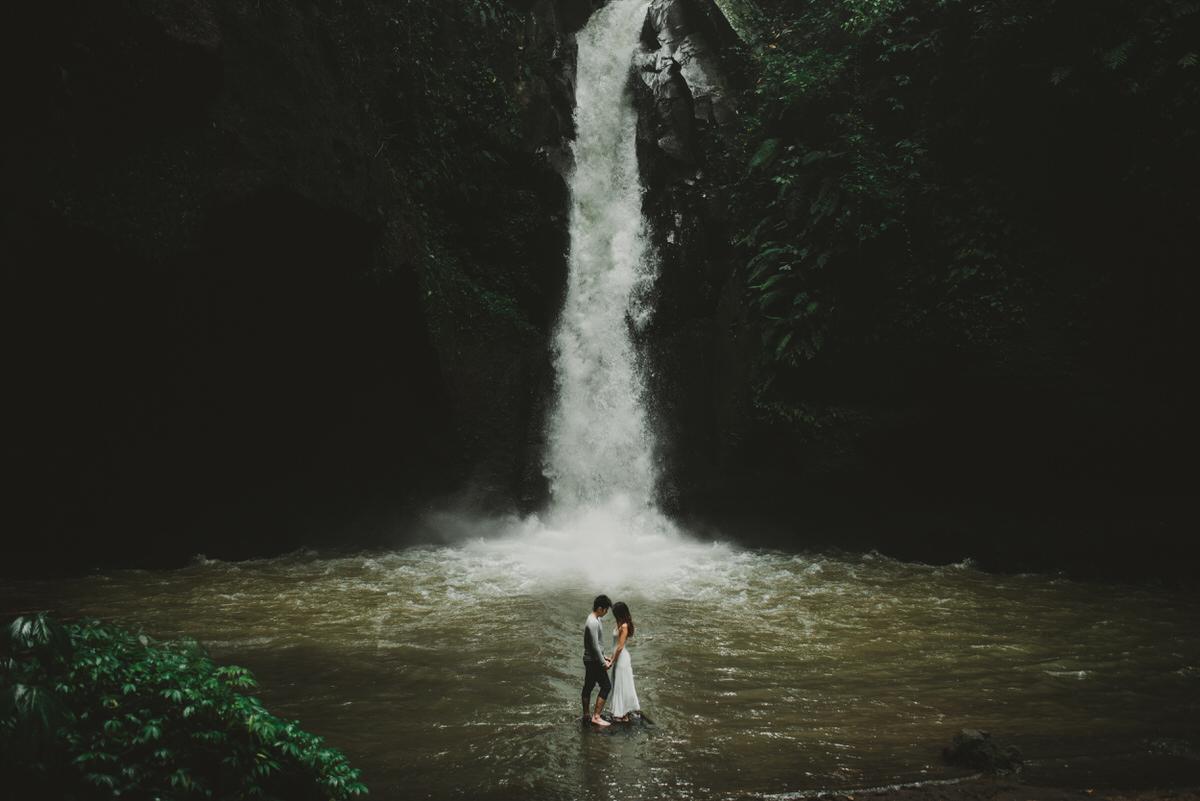 bali engagement destination-prewedding in bali - bali photographer - lake tamblingan - mount batur - profesional bali wedding photographer - diktatphotography - H&Z prewedding - 4