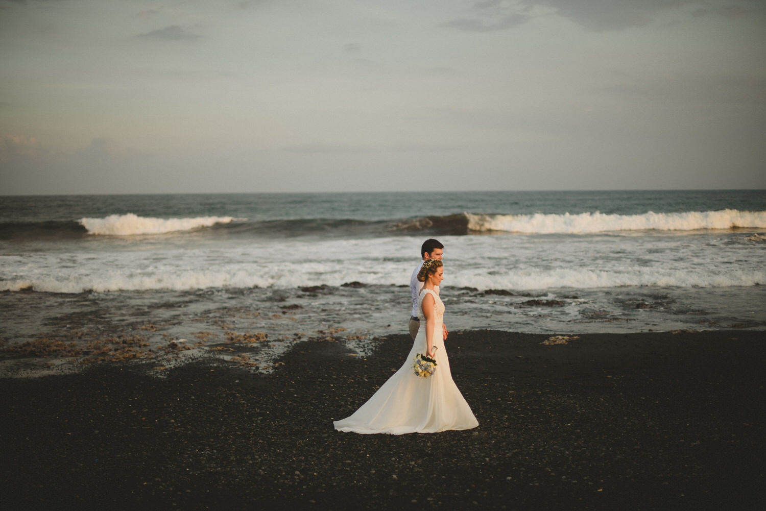 bali-wedding-destination-wedding-in-bali-bali-photographer-pantai-purnama-ubud-wedding-profesional-bali-wedding-photographer-diktatphotography-vania-pedro-111