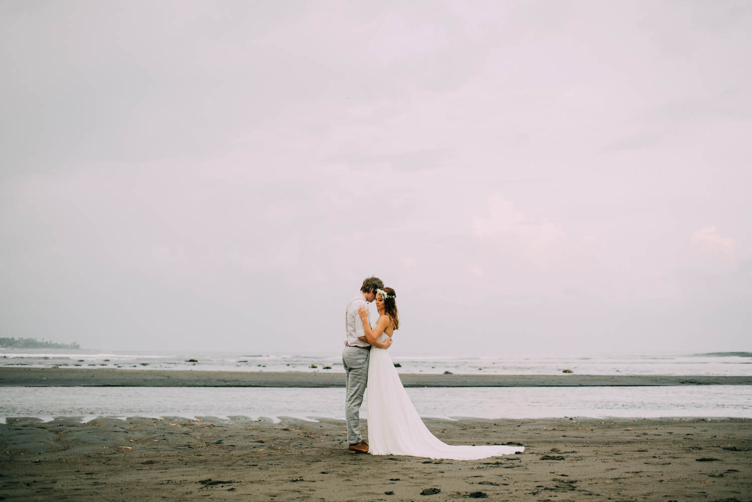 baliwedding-destination-diktatphotography-weddinginbali-baliweddingphotographer-villapusphapuri-85