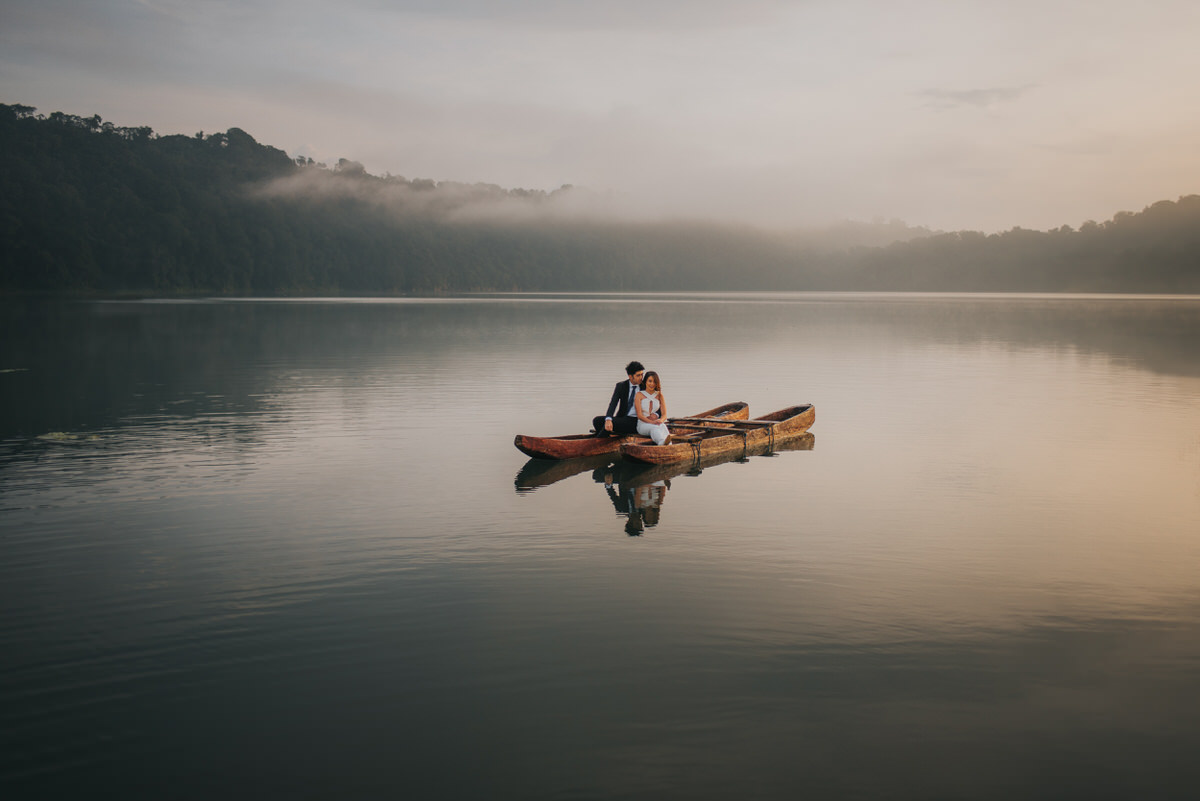 bali engagement destination-prewedding in bali - bali photographer - lake tamblingan - mount batur - profesional bali wedding photographer - diktatphotography - H&Z prewedding - 25