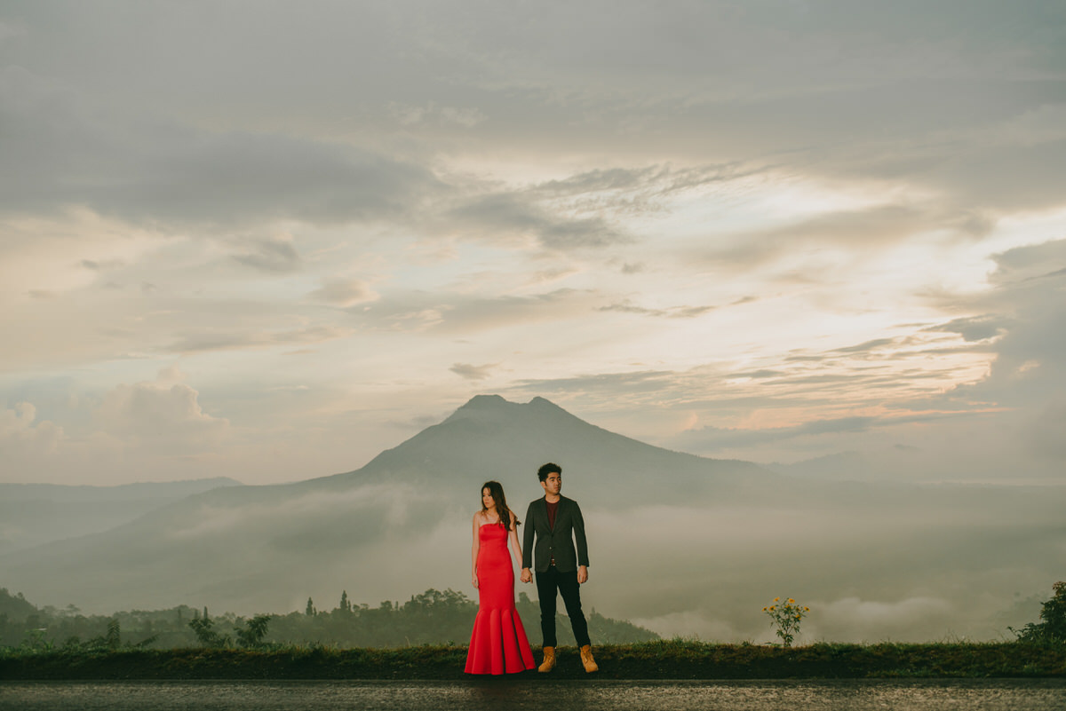 bali engagement destination-prewedding in bali - bali photographer - lake tamblingan - mount batur - profesional bali wedding photographer - diktatphotography - H&Z prewedding - 33