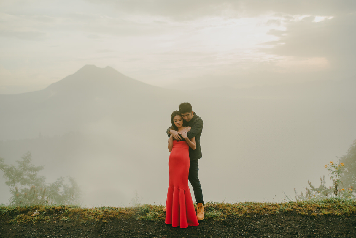 bali engagement destination-prewedding in bali - bali photographer - lake tamblingan - mount batur - profesional bali wedding photographer - diktatphotography - H&Z prewedding - 36