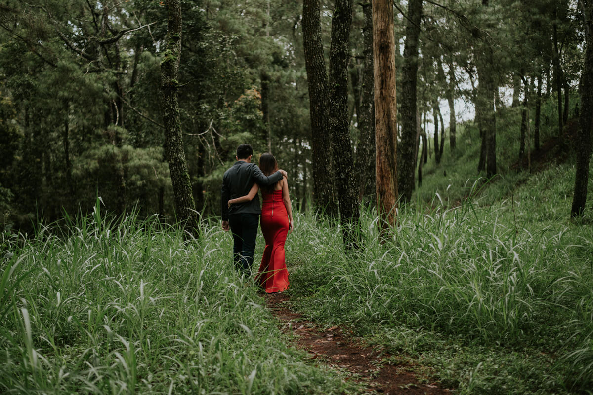 bali engagement destination-prewedding in bali - bali photographer - lake tamblingan - mount batur - profesional bali wedding photographer - diktatphotography - H&Z prewedding - 39