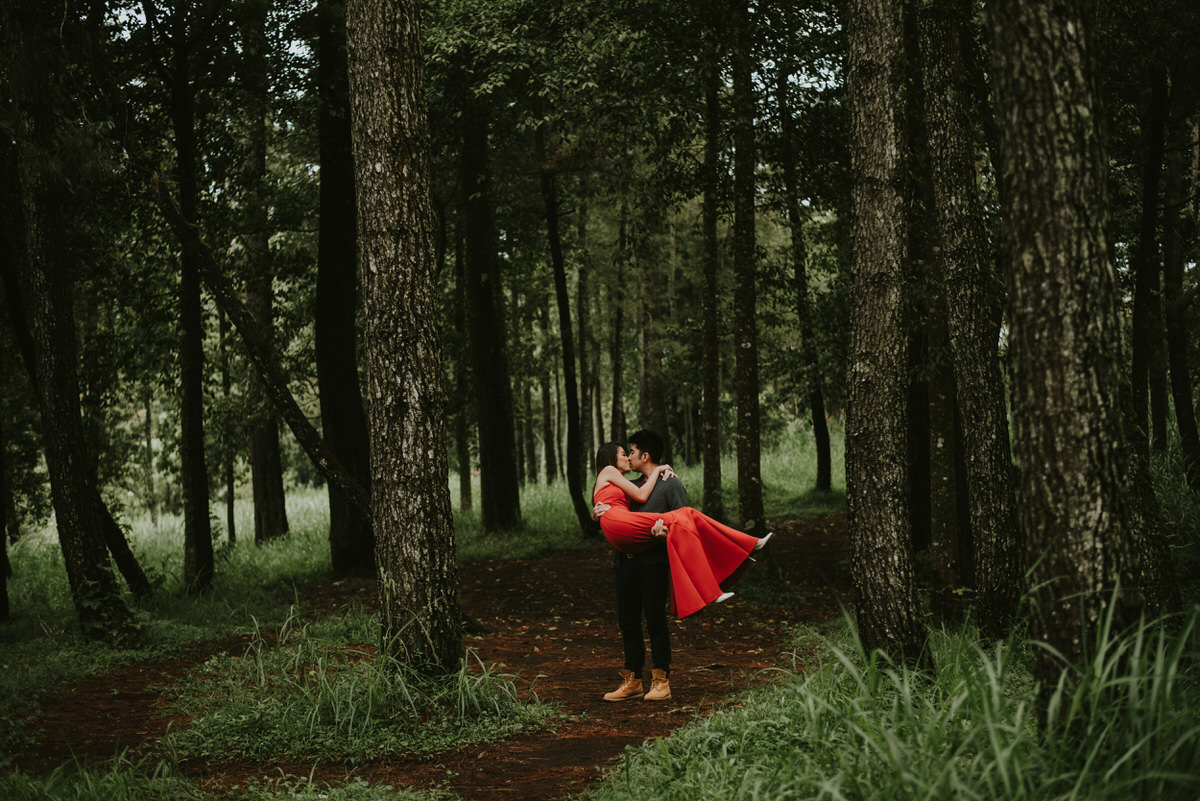 bali engagement destination-prewedding in bali - bali photographer - lake tamblingan - mount batur - profesional bali wedding photographer - diktatphotography - H&Z prewedding - 46